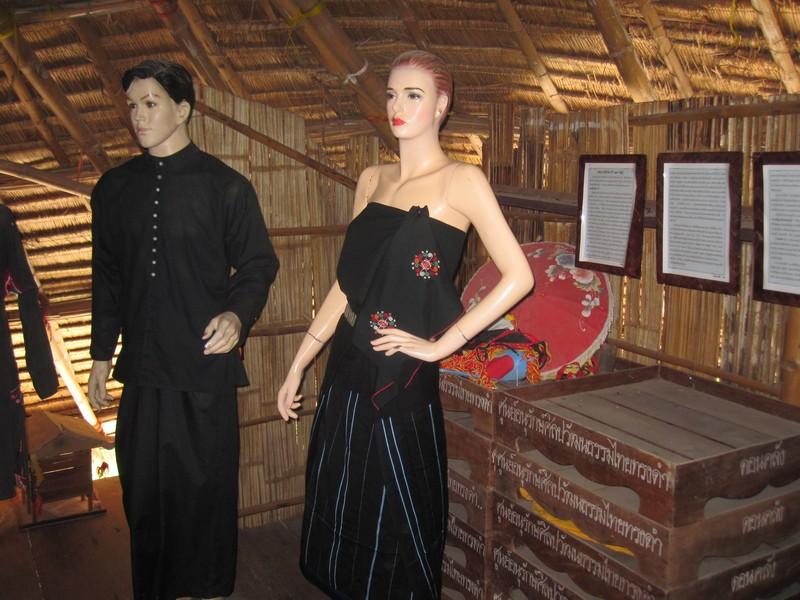 ศูนย์อนุรักษ์ศิลปวัฒนธรรมไทยทรงดำ ดอนคลัง อำเภอดำเนินสะดวก จังหวัดราชบุรี